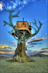 Sean Orlando's Steampunk Tree House, 2007.